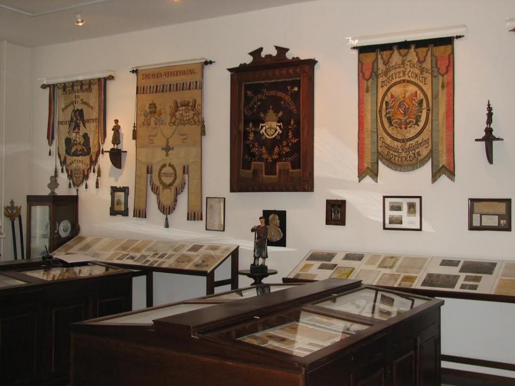 Vaandels van veteranenclubs - (c) Nederlands Zouavenmuseum