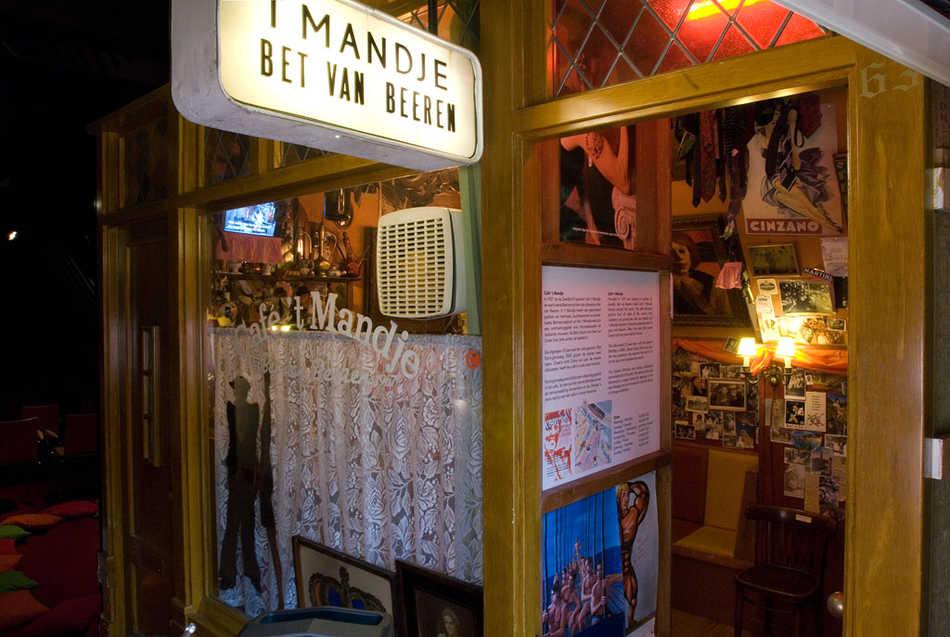 Replica van Café 't Mandje, 1950-1990