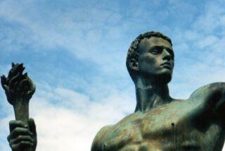 Standbeeld van Arno Breker dat de kracht van de nazi-partij moest verbeelden
