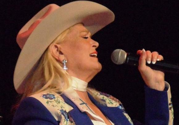 Lynn Anderson in 2011 (cc)