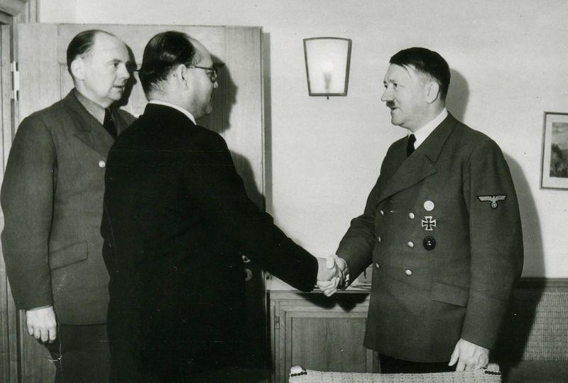 Bose en Adolf Hitler
