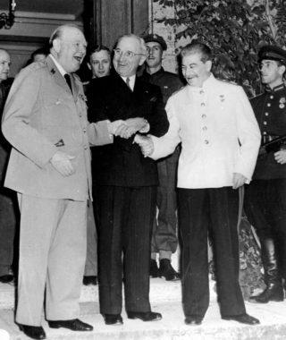 Winston Churchill, Harry S. Truman en Jozef Stalin tijdens de Conferentie van Potsdam