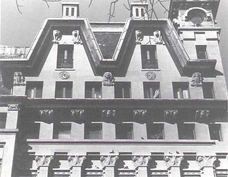 Damrak 28-30, Gebouw De Utrecht, geveldetail. Foto Han van Gool, 1989. Collectie Bureau Monumentenzoeg. Foto Beeldbank Stadsarchief Amsterdam.