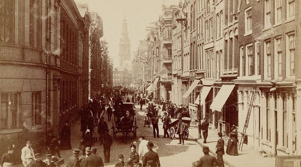 Jodenbreestraat in Amsterdam, ca. 1884