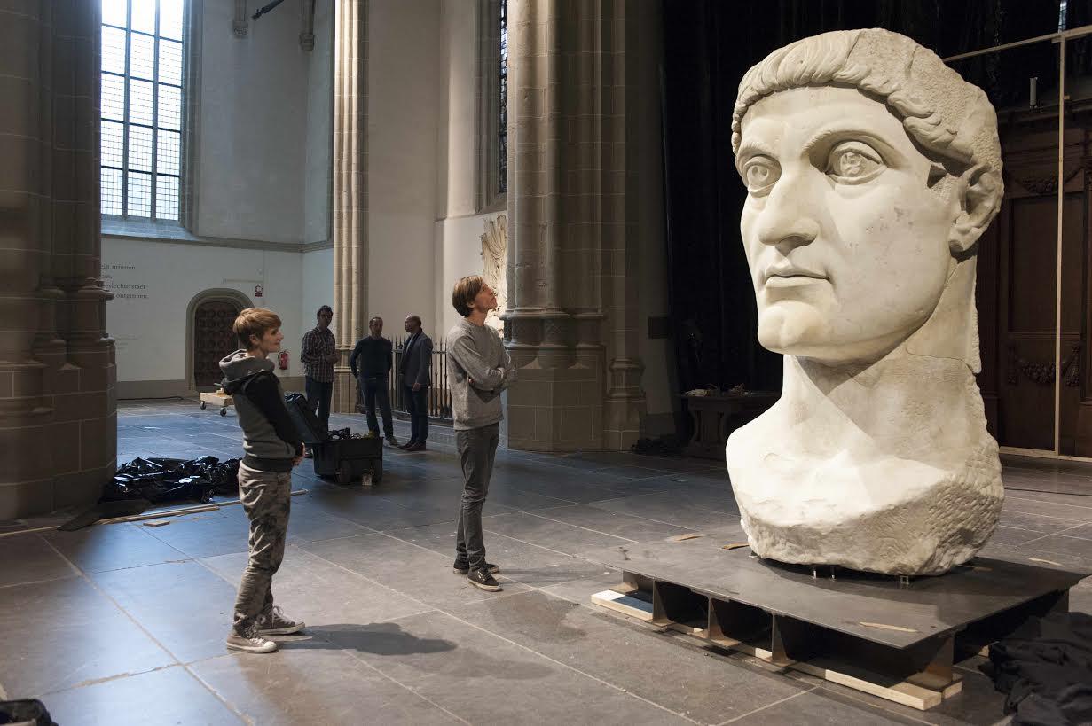 Kop van keizer Constantijn gearriveerd in Nieuwe Kerk
