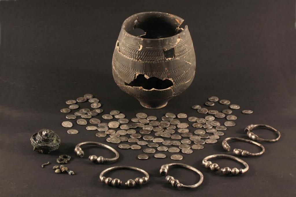 Zilverschat die in Den Haag werd gevonden (Erfgoedcentrum Zuid-Holland)