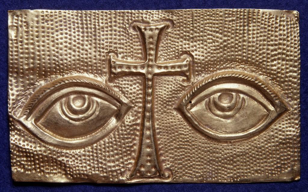 Votiefplaatje met ogen en kruis Italië?, 6de–7de eeuw? Goud, 3,6 x 6,1 cm Vaticaanstad, Fabbrica di San Pietro