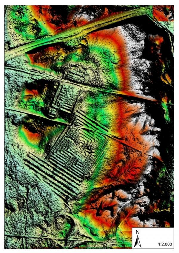 De twee doolhoven zoals te zien op de archeologische foto (Limburgs Landschap)