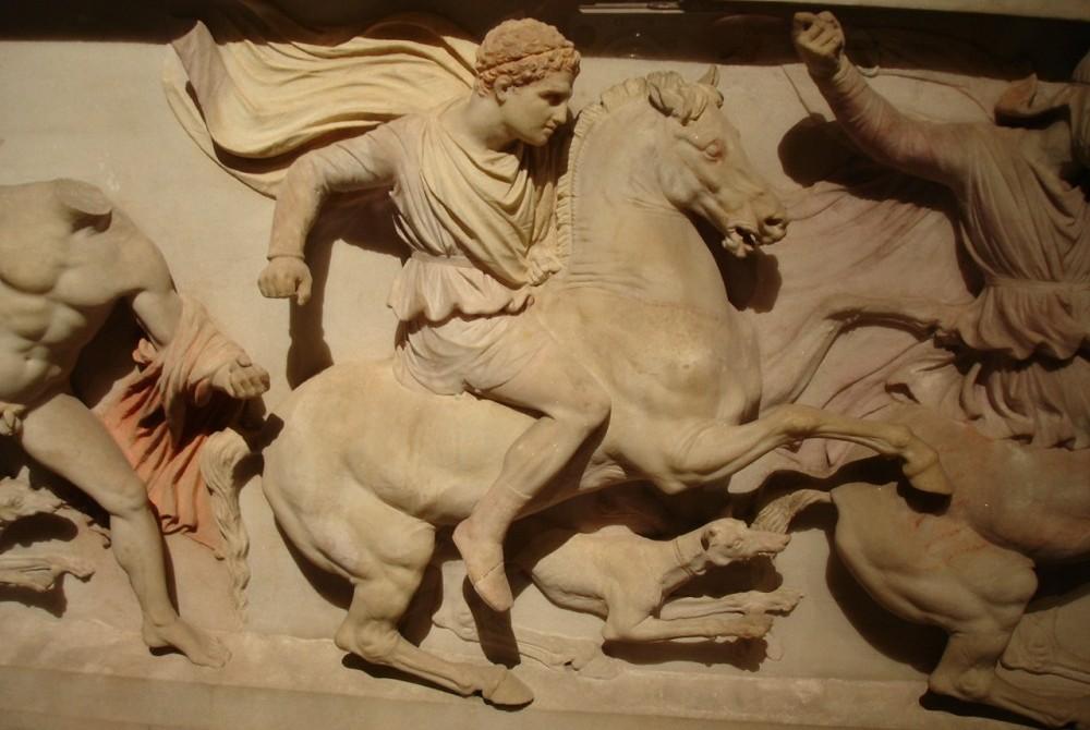 """Hephaestion, detail van de zogeheten """"Alexandersarcofaag"""", ca. 300 v.Chr."""