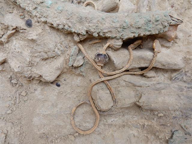 Graf met 3500 jaar oude juwelen ontdekt in Griekenland