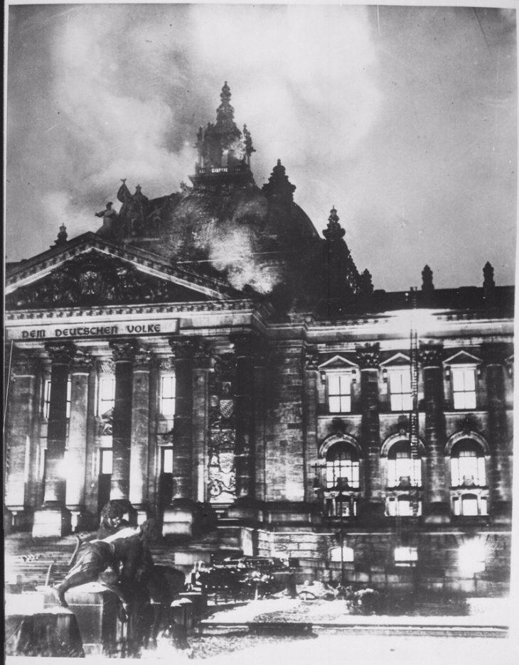 De Rijksdag brandt. - cc