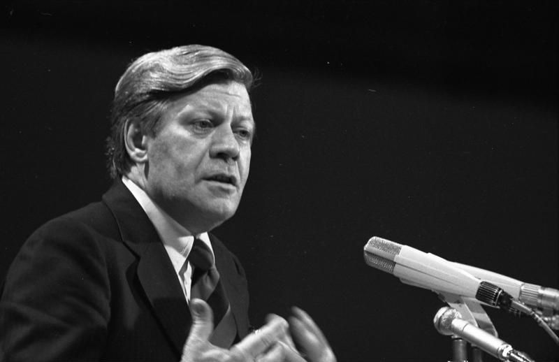 Helmut Schmidt in 1976 (cc - Bundesarchiv)