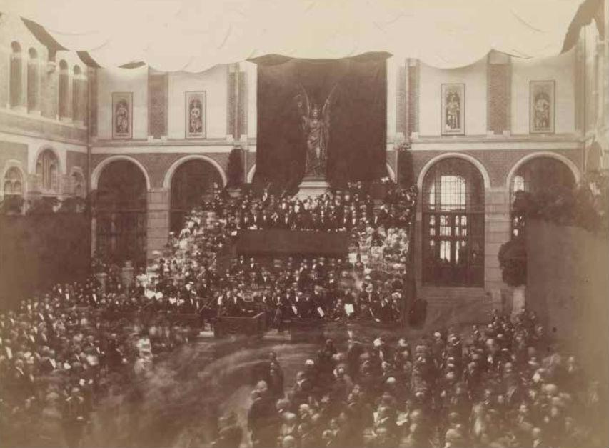 Openingsceremonie op de oostelijke binnenplaats van het Rijksmuseum 13 juli 1885