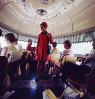 TEE-stewardess in de Settebello, jaren 70 (Ferrovie dello Stato Italiane/Flickr)