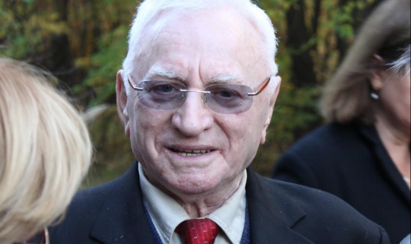 Thomas Blatt in Sobibor bij de herdenking van de opstand in 2013. Anton-kurt (CC BY-SA 3.0)
