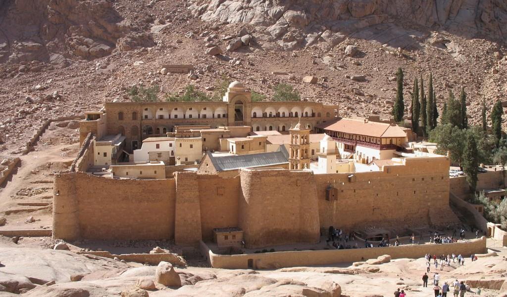 Het Sint Katharinaklooster in de Sinaï woestijn (Marc Ryckaert - cc)