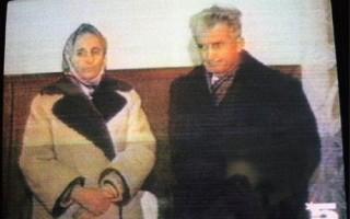 Nicolae en Elena Ceasescu kort voor hun executie