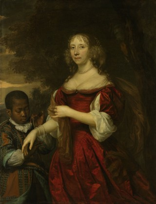 Portret van Margaretha van Raephorst, de echtgenote van Cornelis Tromp. Staand, ten halven lijve voor geboomte. Een jonge zwarte bediende (geen negerbediende meer) hangt een parelsnoer om haar pols. - Rijksmuseum