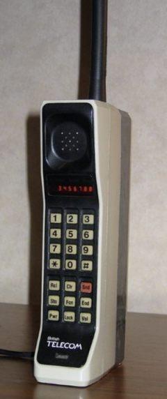 Motorola DynatTAC 8000x  (CC BY-SA 3.0 - Redrum0486)