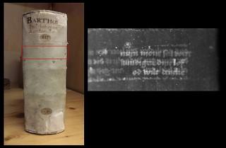 De MA-XRF-techniek maakt een middeleeuws fragment van rond 1400 zichtbaar, dat in een perkamenten band verborgen zit (TU Delft)