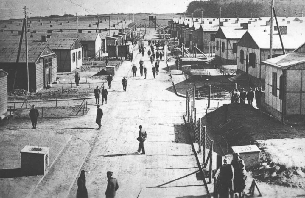 De hoofdstraat in Stalag IXA, 1942. © Gedenkstätte und Museum Trutzhain