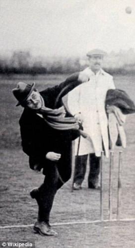 Barrie bowlt op latere leeftijd.