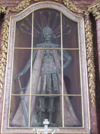 Het skelet van martelaar Candidus in het Irsee-klooster in Beieren