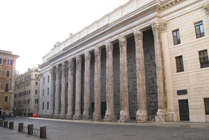 Tempel van Hadrianus op het Piazza di Pietra in Rome