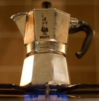 Bialetti-koffiemaker op het gasfornuis - cc