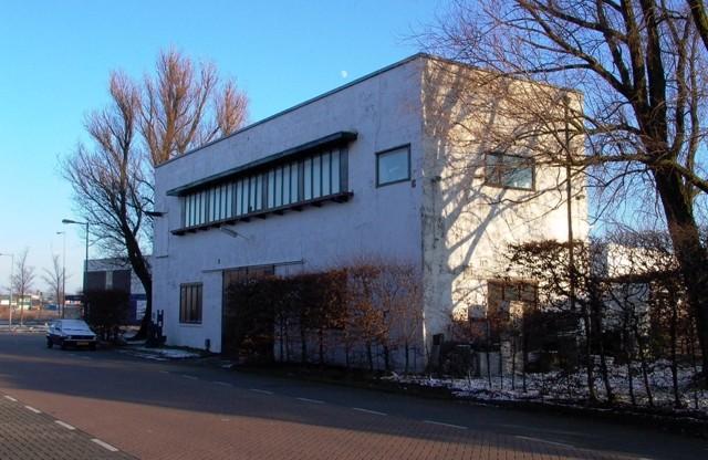 Poortgebouw van de afgebroken woonschool Asterdorp in Amsterdam-Noord, tegenwoordig eigendom van woningcorporatie Ymere - cc