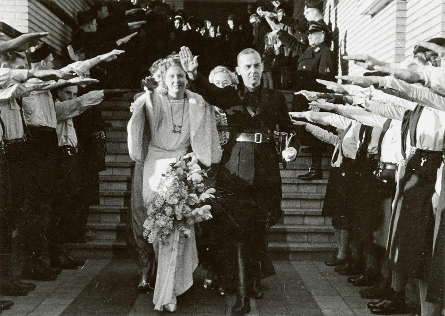 Huwelijk Meinoud Rost van Tonningen met Florrie Heubel, 21 december 1940. Bron: geheugenvannederland.nl