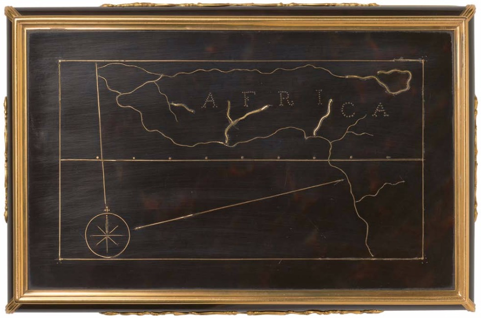 Kaart van westelijk Afrika op de onderkant van een in opdracht van  de WIC in 1749 gemaakte doos