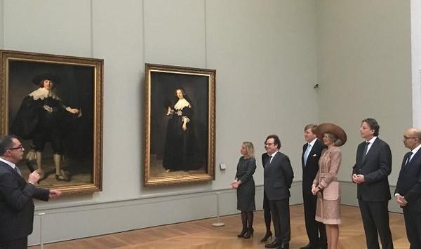 Rembrandt-portretten bezichtigd door koningspaar