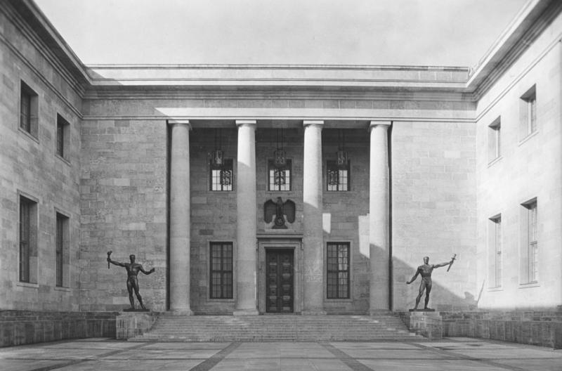 De nieuwe Rijkskanselarij van Albert Speer. Afb. Bundesarchiv