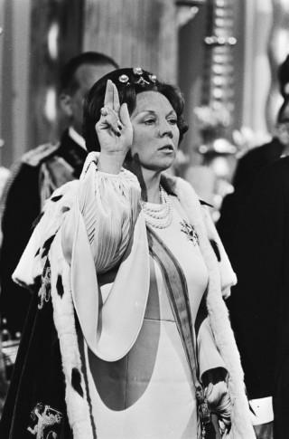 Koningin Beatrix tijdens haar eedaflegging in de Nieuwe Kerk (cc - Nationaal Archief)