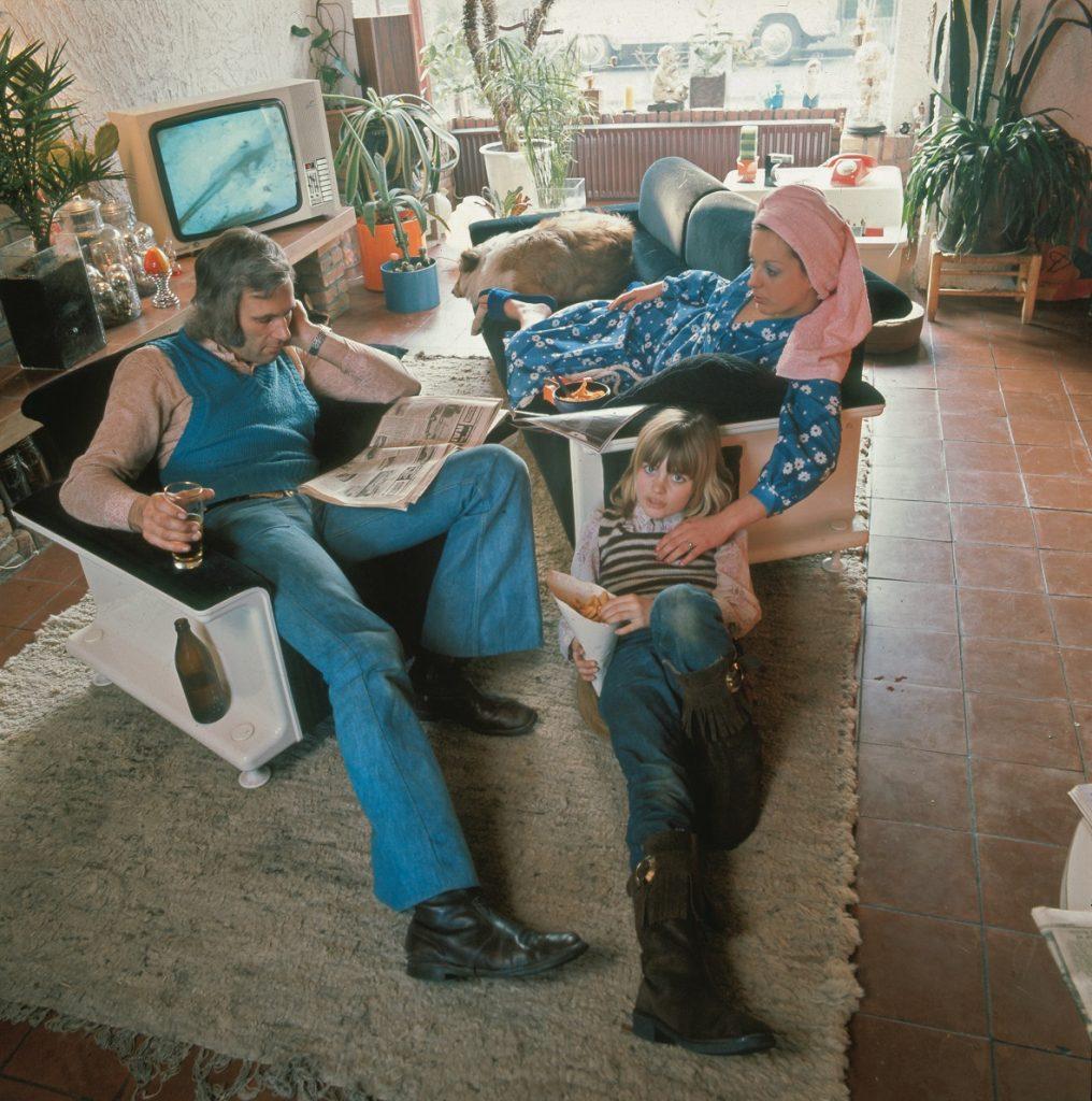 interieur woonkamer met gezin bron bron nationaal archiefspaarnestad harry pot