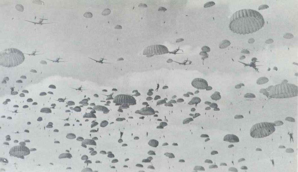 Parachutisten gedropt, september 1944. Bron: marketgarden1944.nl