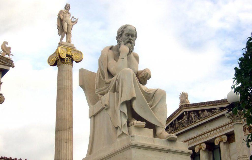 Standbeeld van Socrates door Leonidas-Drosis, Athene. Bron: Wikimedia