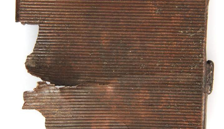 Sigarettendoos van bemanningslid neergestort Engels vliegtuig, gevonden in Limmen in 2011.