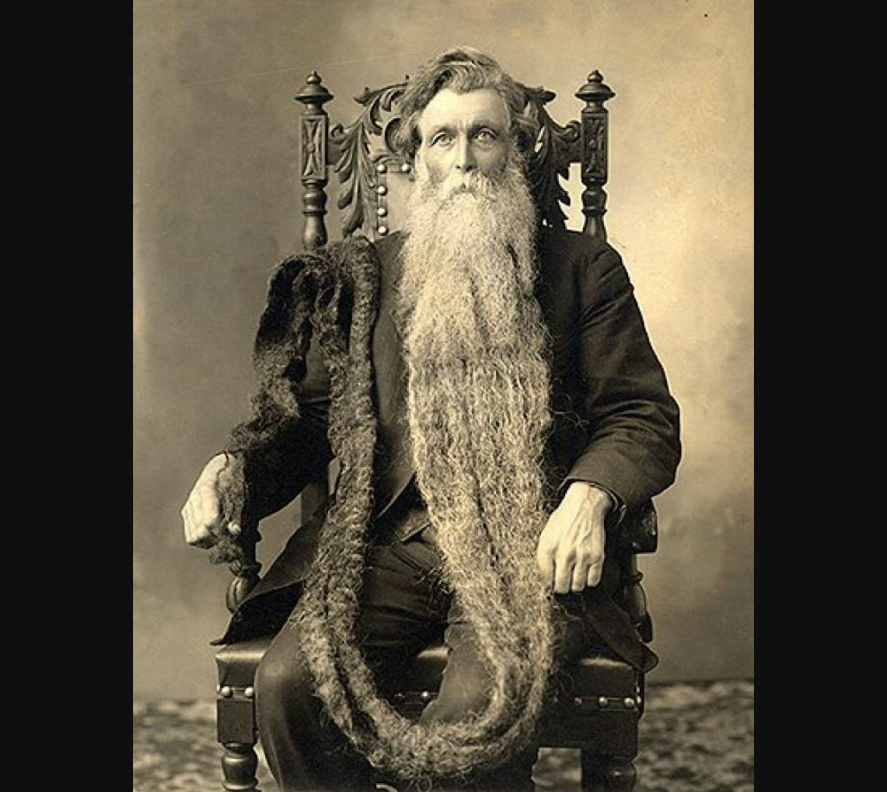 De extreem lange baard van Hans Langseth