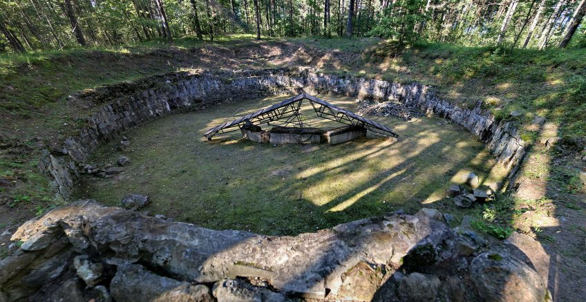 Kuil in Ponar die gebruikt werd om Joden te verbranden - cc