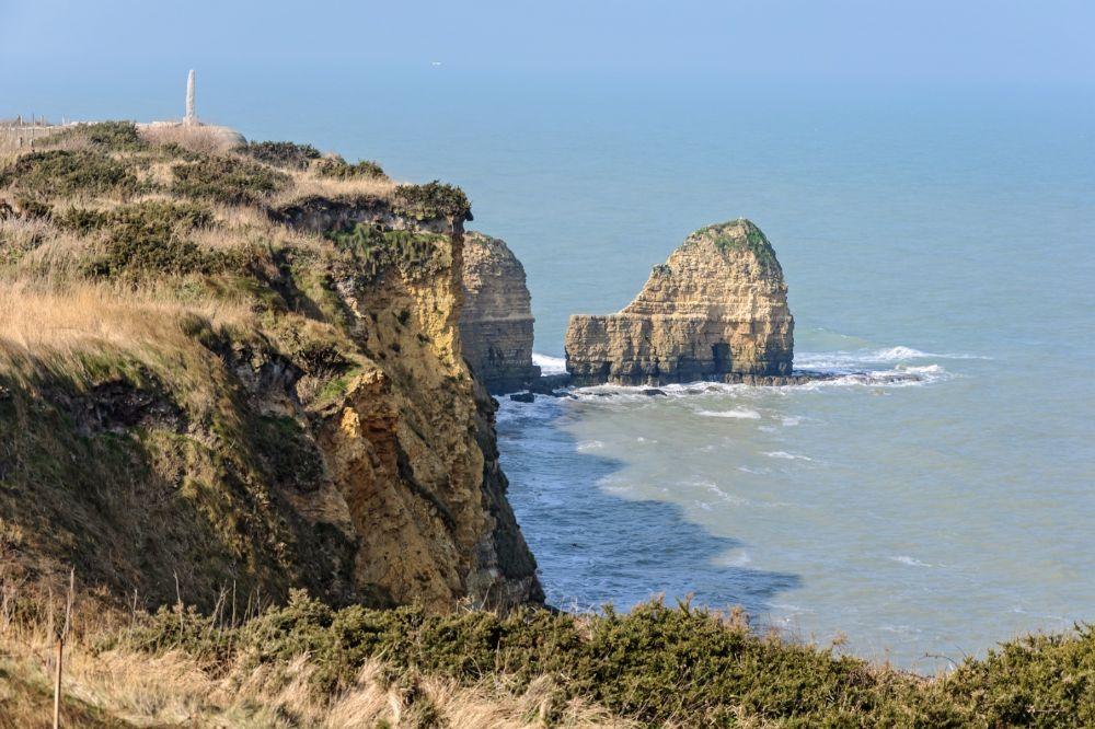 Pointe du Hoc, gezien vanaf het zuidoosten (cc - Myrabella)