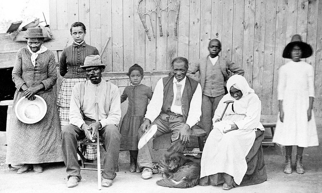 Harriet Tubman (l.), rond 1887 met familie en ontsnapte slaven