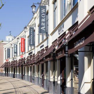 Fashion 'outlet' Batavia Stad (CC BY-SA 3.0 - Berno)
