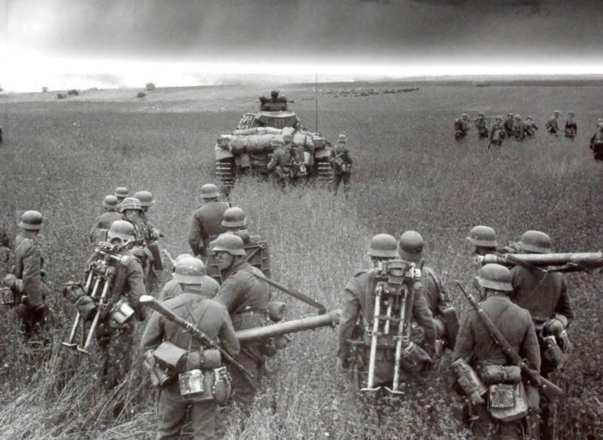 Oprukkende Duitse troepen, juli 1941.