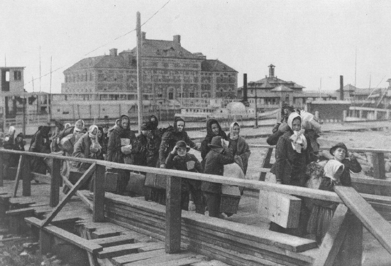 Immigranten arriveren in Ellis Island, New York (1902)
