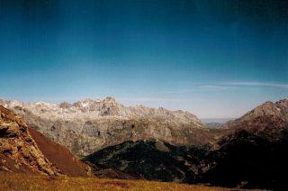 Picos de Europa vanaf coriscao (oceaan op achtergrond)