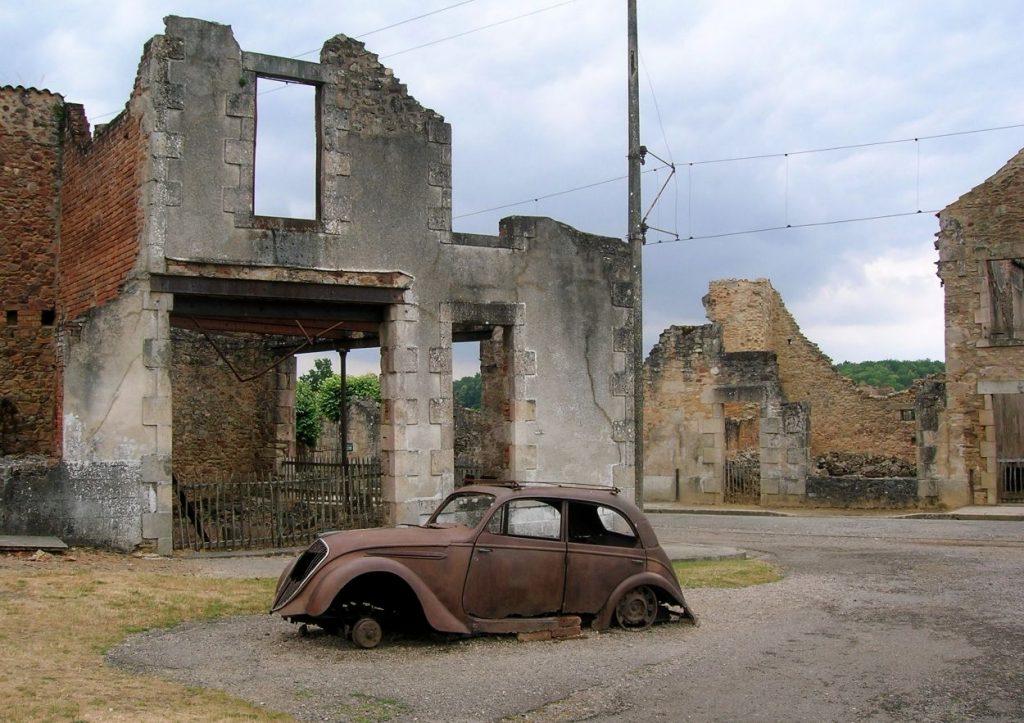In Oradour werden in de Tweede Wereldoorlog honderden mensen vermoord door de SS - cc