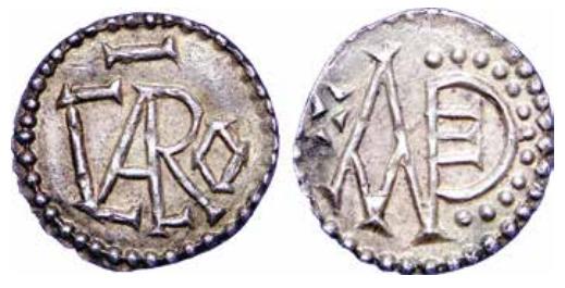 In Angers geslagen munt van Karloman I, de jongere broer van Karel de Grote. Op de voorzijde staat de tekst CARO, op de keerzijde het monogram ANDE. (Afbeeldingen: Karel de Grote. Stamvader van Europa