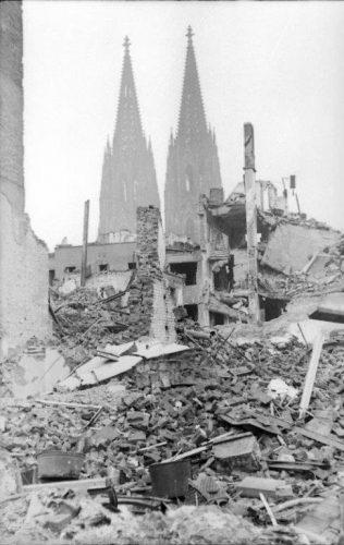 Keulen rond 1944, in de buurt van het station. Bron: Bundesarchiv